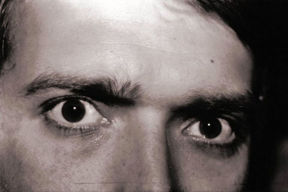 Psychopathic Stare & 5 More Non-Verbal Cues That Betray a Psychopath